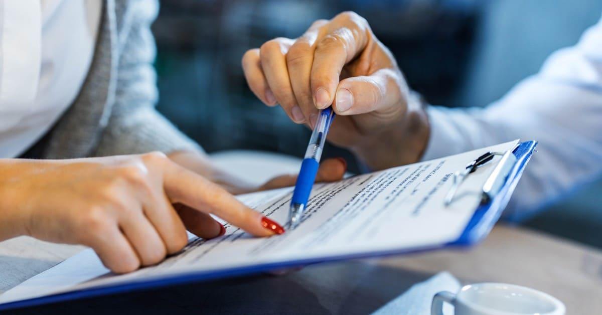 ¿Cuáles son las cláusulas de un contrato de trabajo en Chile?